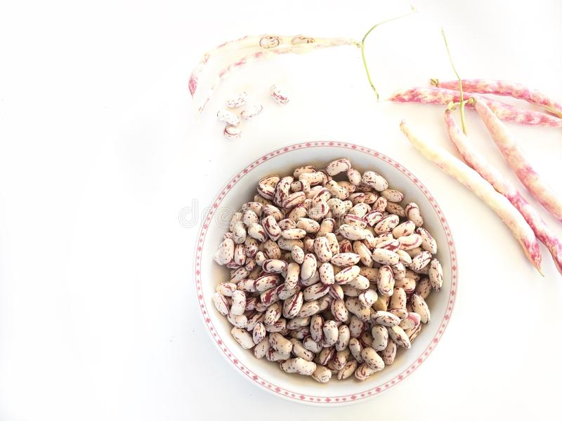 assiette de haricots frais comme ingrédient d'une recette végétarienne saine images libres de droits
