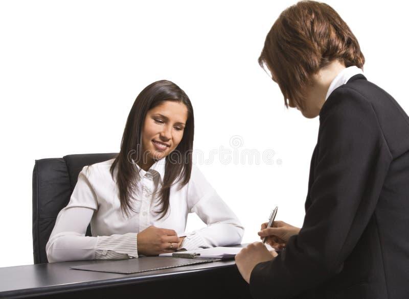 Assinando o contrato imagem de stock royalty free