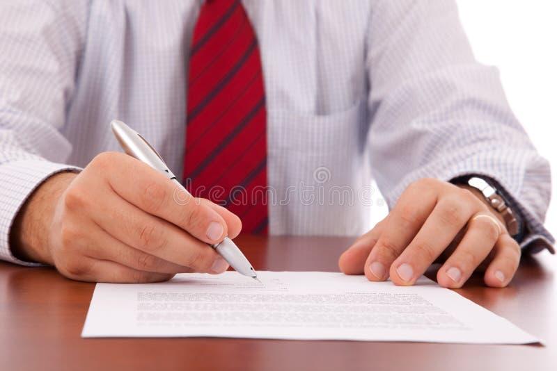 Assinando um contrato imagens de stock