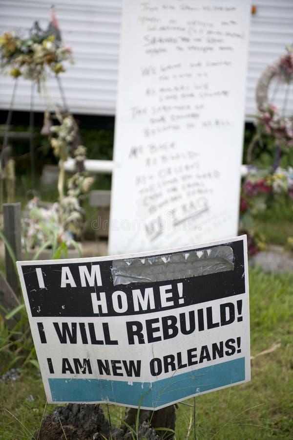 Assine dentro a jarda após o furacão Katrina, Nova Orleães fotos de stock royalty free