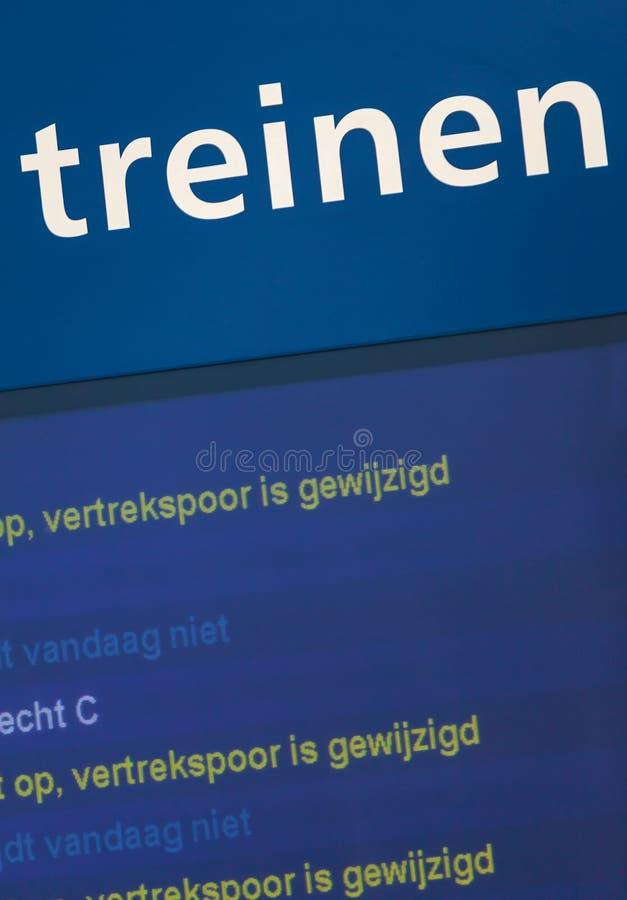 Assine em uma estação de trem com o texto holandês fotos de stock