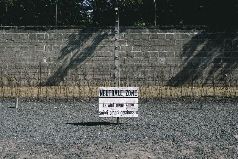 Assine no campo de concentração alemão Sachsenhausen em Berlim, G fotos de stock royalty free