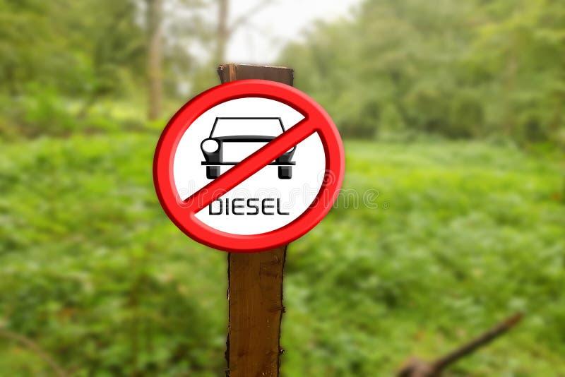 Assine os carros diesel proibidos contra o céu azul e o sol imagens de stock