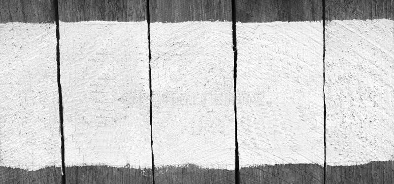 Assine a placa de madeira com pintura da cor, espaço para o texto, fundo foto de stock royalty free