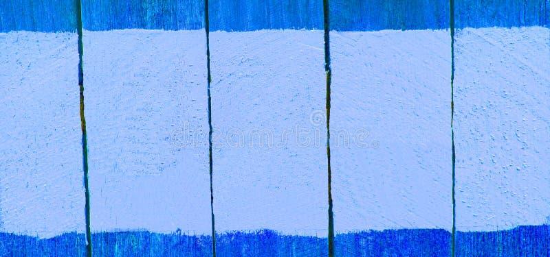 Assine a placa de madeira com pintura da cor, espaço para o texto, fundo fotografia de stock