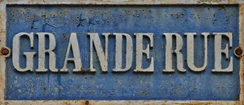 Assine a rua grandioso na vila velha de Marly le Roi imagem de stock royalty free
