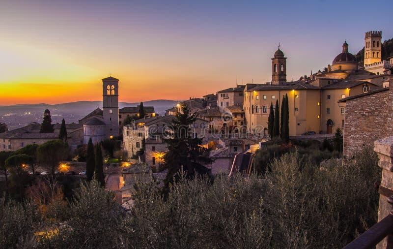 Assisi bij zonsondergang stock afbeelding