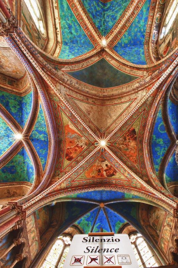 Assisi kopuły świętego Francis Kościelny wewnętrzny widok obrazy stock