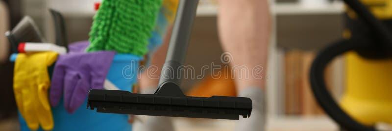Assistência ao domicílio para o cleane do vácuo do tapete imagem de stock royalty free
