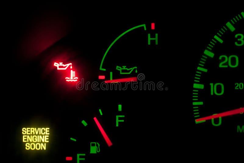Assista la pressione dell'olio per motori immagine stock