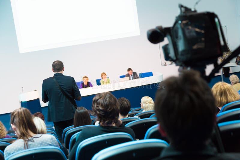 Assistance à la salle de conférences images libres de droits