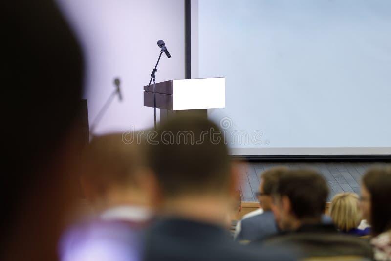 Assistance à la salle de conférences Conférence d'affaires image stock