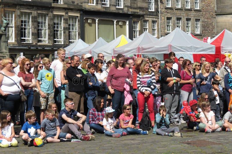 Assistance de festival de frange à Edimbourg images libres de droits