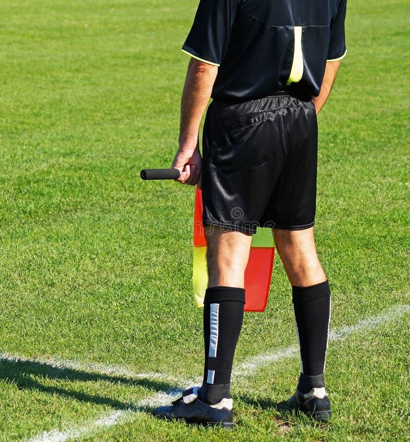 Assistant d'arbitre du match de football images stock