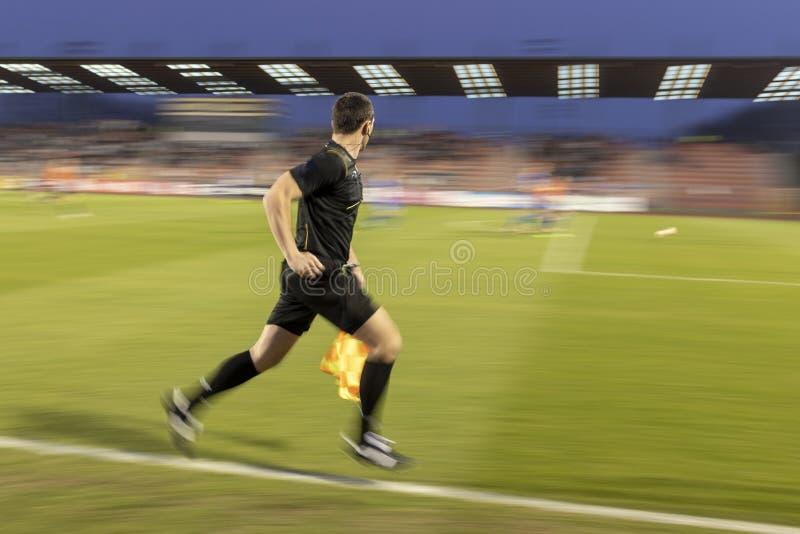 Assistente dell'arbitro del fotball fotografie stock libere da diritti