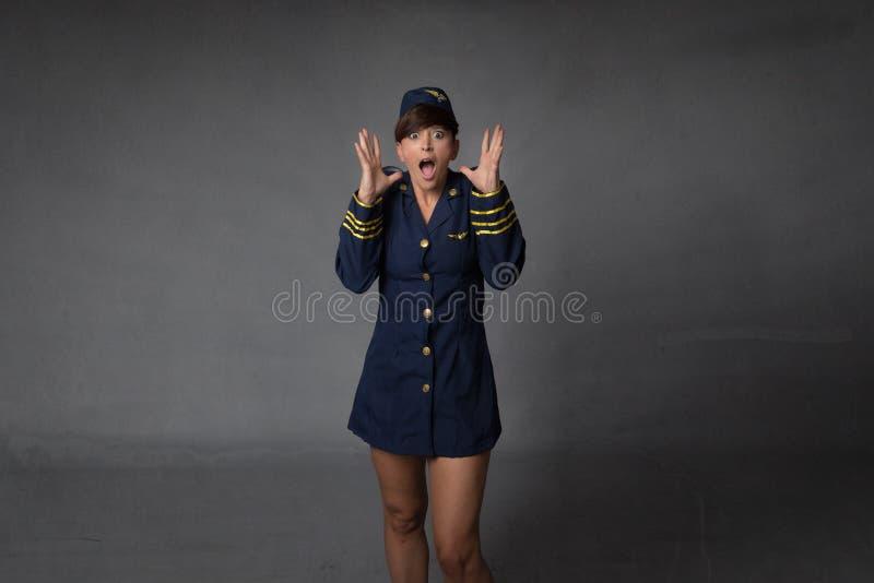 Assistente di volo che grida fotografie stock