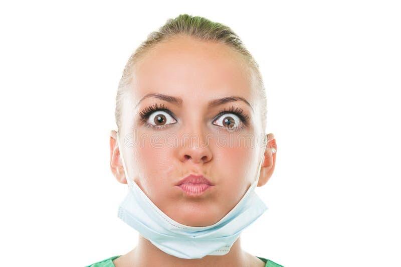 Assistente do dentista que faz a cara engraçada fotos de stock