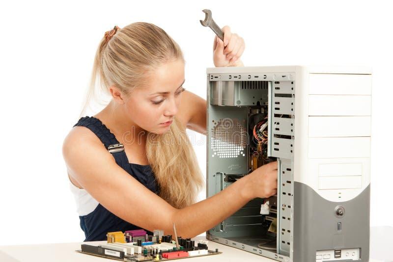 Assistente tecnico di riparazione del calcolatore fotografie stock