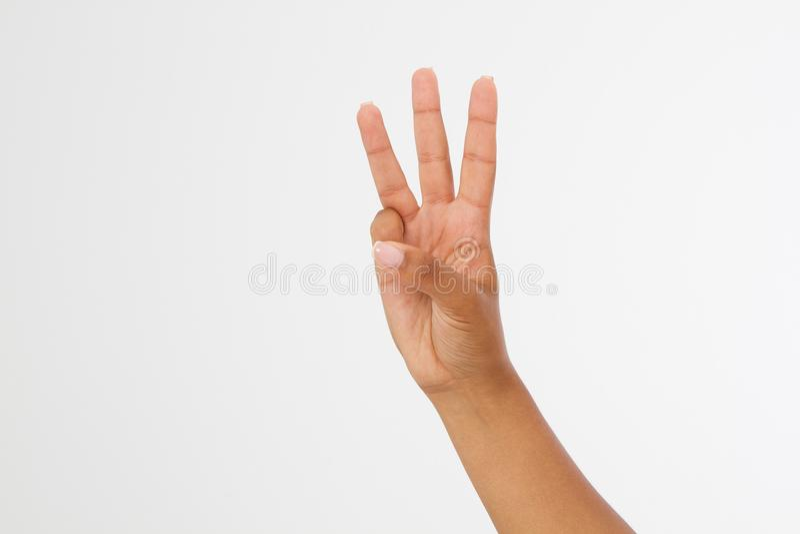 Assistenten en svart kvinnashow tredjedelen, numrerar tecken tre bakgrund isolerad white afro amerikansk hand Åtlöje upp kopiera  arkivfoto