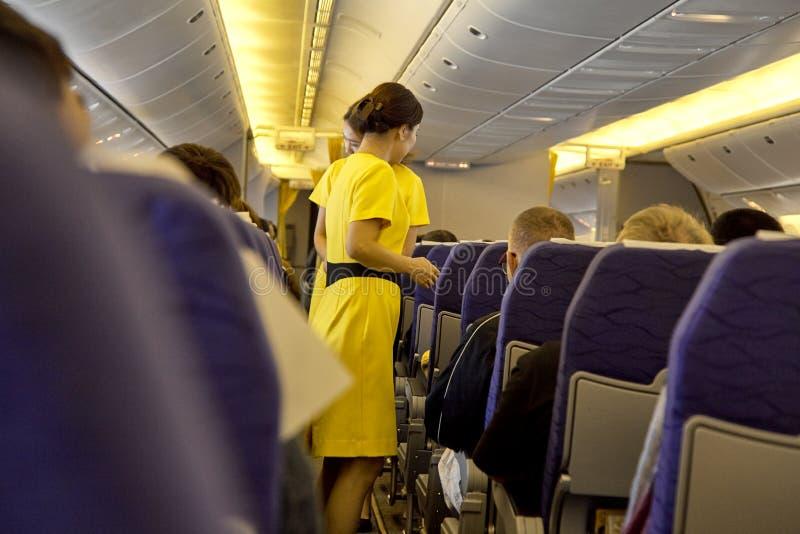 assistentes de voo borrados, aeromoça de ar foto de stock