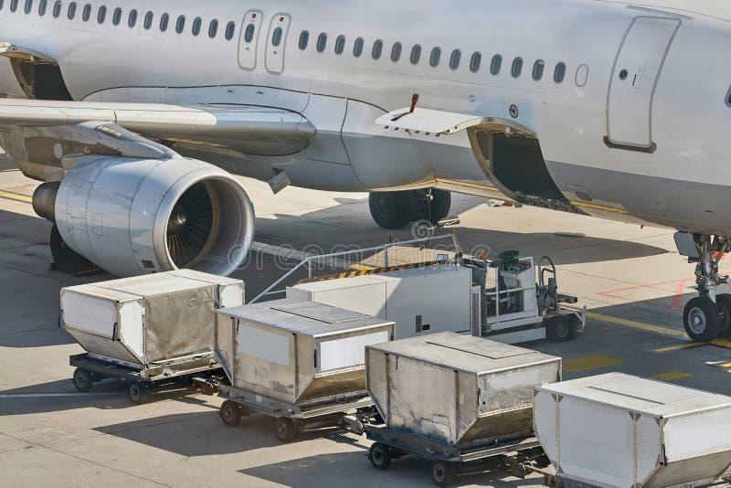 Assistenza a terra degli aerei immagini stock libere da diritti