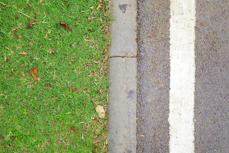 Assoalho da grama verde e do cimento fotos de stock royalty free