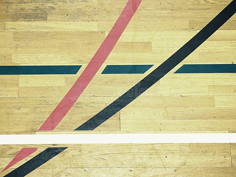 Assoalho de madeira pintado, folhosa do parquet no campo de básquete O assoalho visto de cima de fotografia de stock royalty free