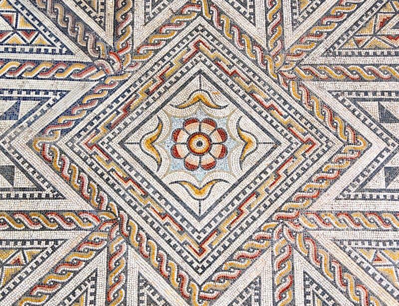 Assoalho de mosaico de pedra romano antigo com projeto geométrico fotografia de stock royalty free