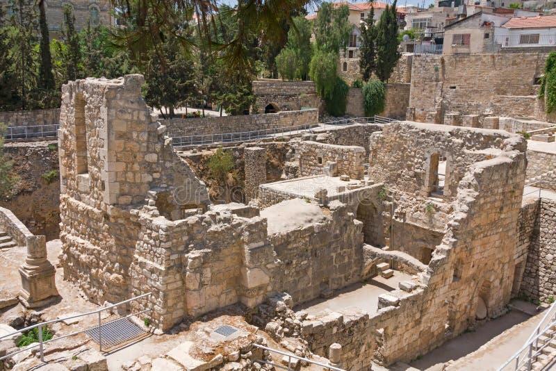 A associação antiga de Bethesda arruina a cidade do inOld do Jerusalém foto de stock