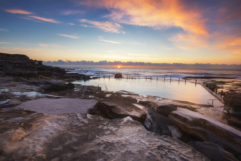 Associação da rocha de Maroubra capturada durante o nascer do sol fotos de stock