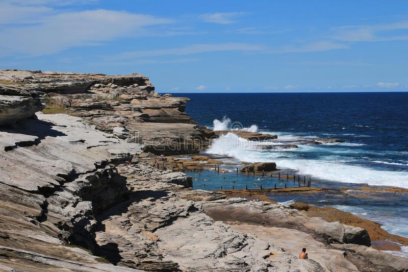 Associação da rocha na praia de Maroubra, Austrália foto de stock royalty free