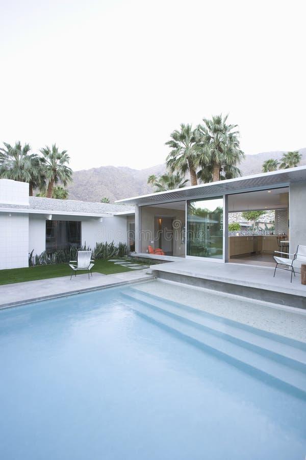Associação e exterior moderno da casa fotos de stock royalty free
