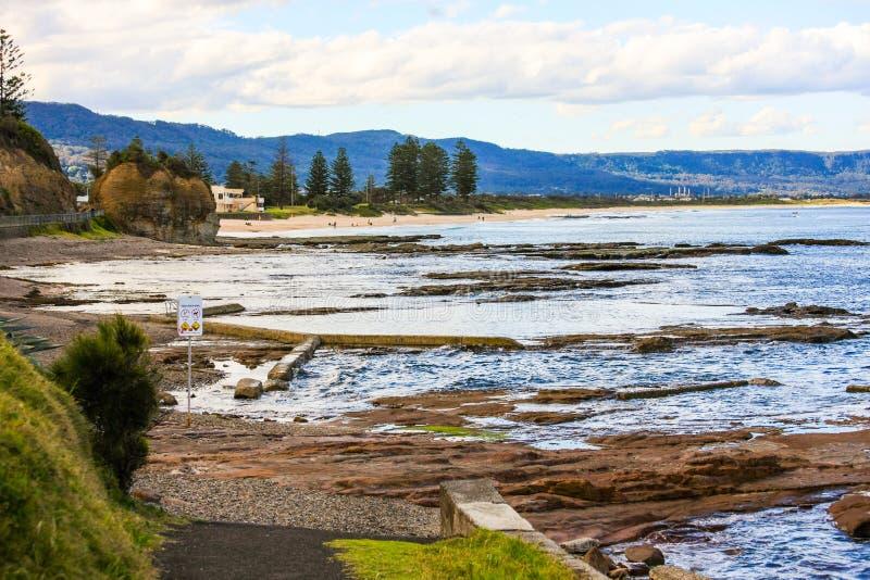 Associações maré da rocha, Wollongong, Austrália fotografia de stock