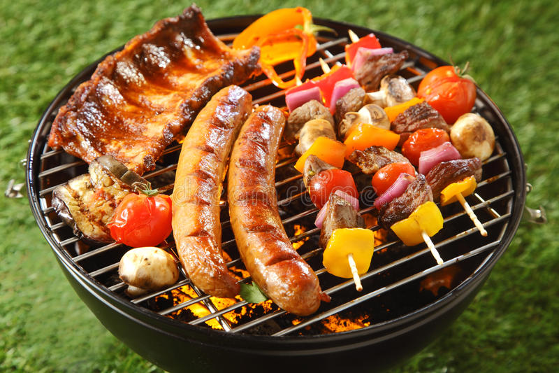 Assorted烤了在夏天烤肉的肉 免版税图库摄影