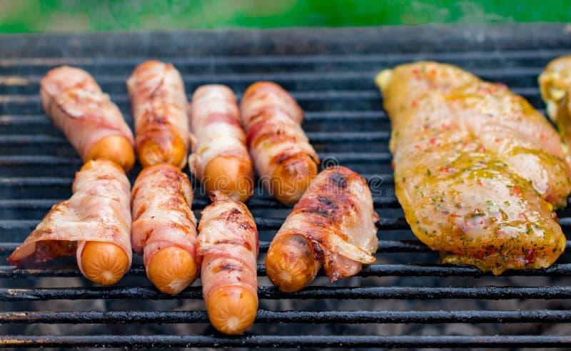Assorted смешало гриль от мяса цыпленка, и свинины, roas сосисок стоковые изображения rf