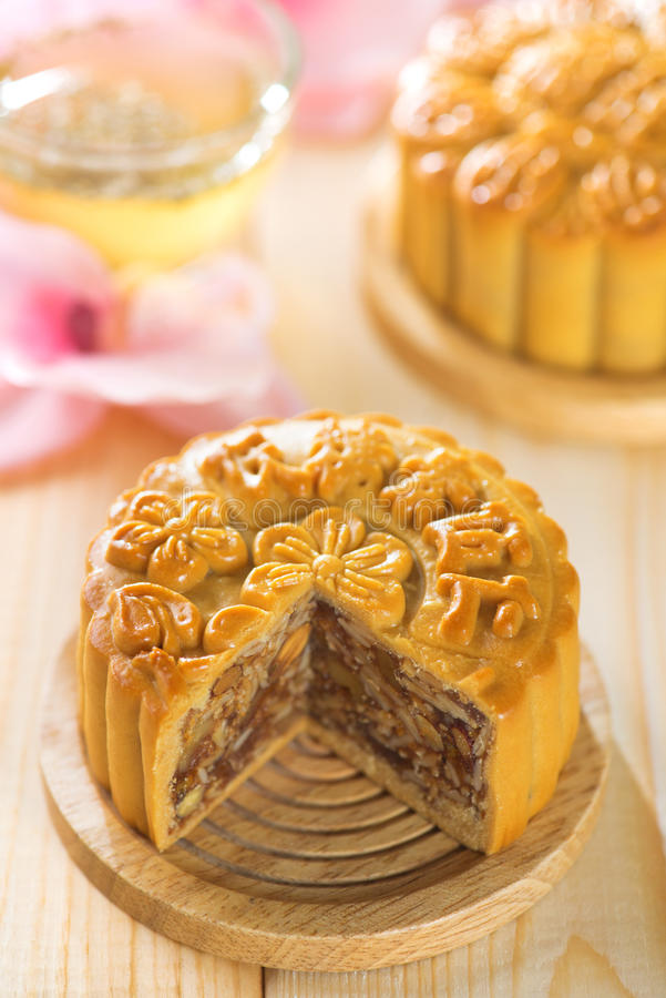 Free Assorted Fruits Nuts Mooncakes With Tea Stock Image - 32946931