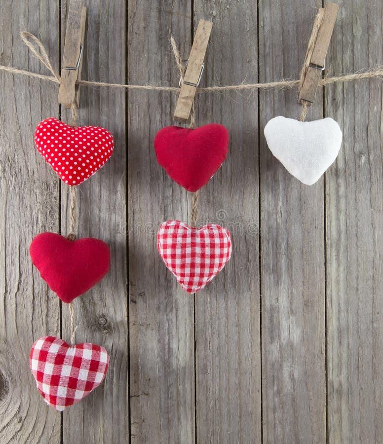 Assorted hängende Herzen stockbilder