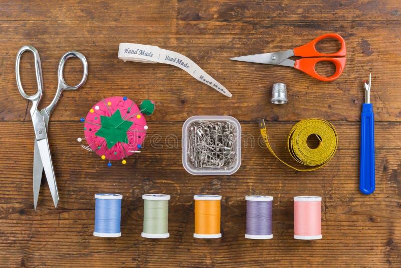 Assortiment aérien des outils de couture photographie stock