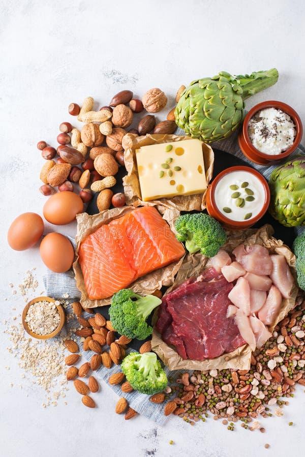 Assortiment de source saine de protéine et de nourriture de musculation photos stock