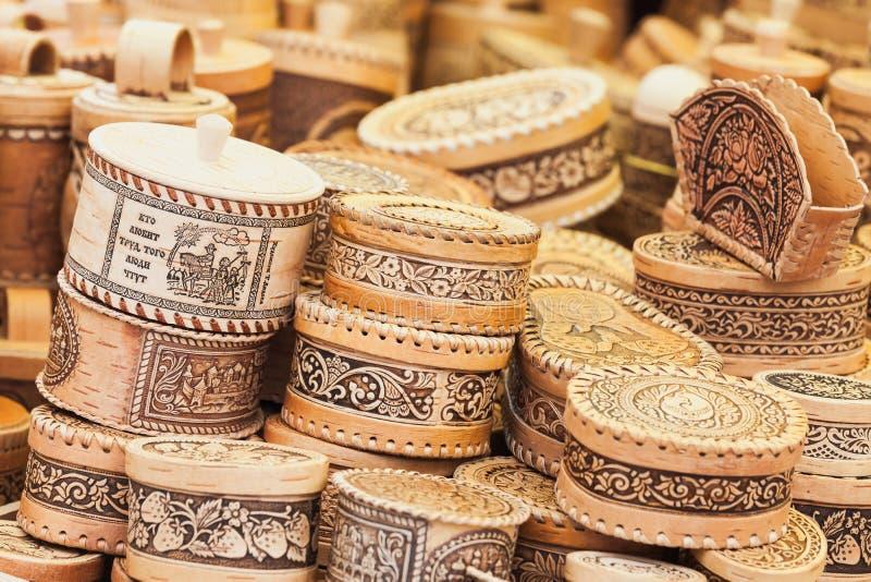 Assortiment des cercueils russes de l'écorce de bouleau photographie stock