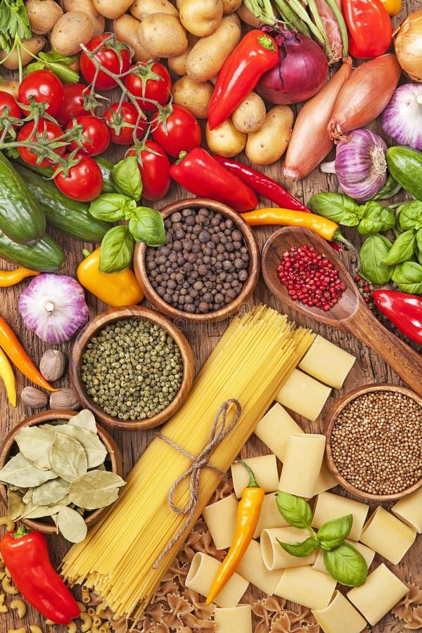Assortiment des légumes frais photos libres de droits