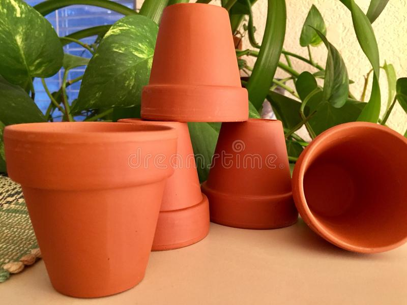 Assortiment des pots d'argile photographie stock