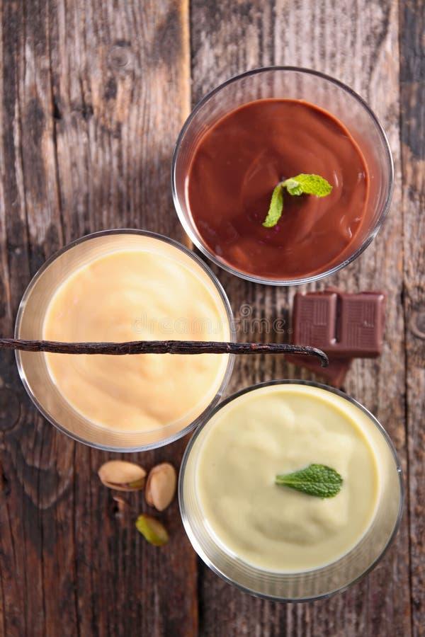 Assortiment du dessert à la crème image stock