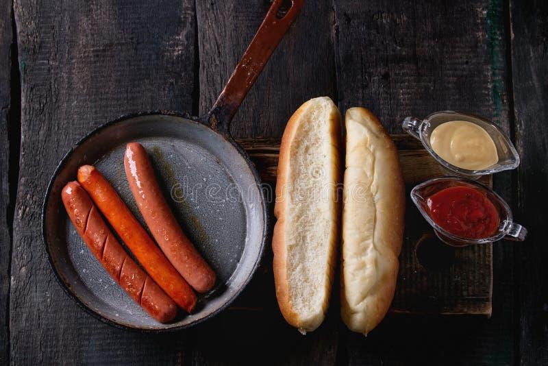 Assortiment van eigengemaakte hotdogs stock fotografie