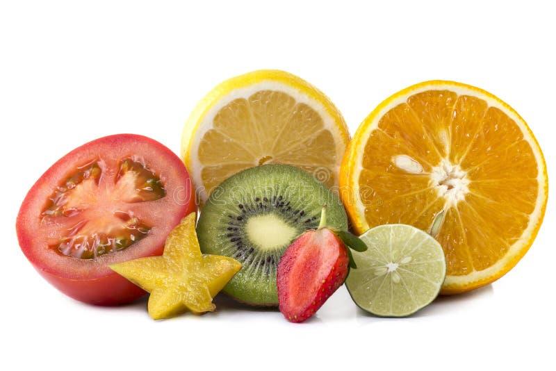 Assortiment van exotische verse gesneden vruchten stock foto