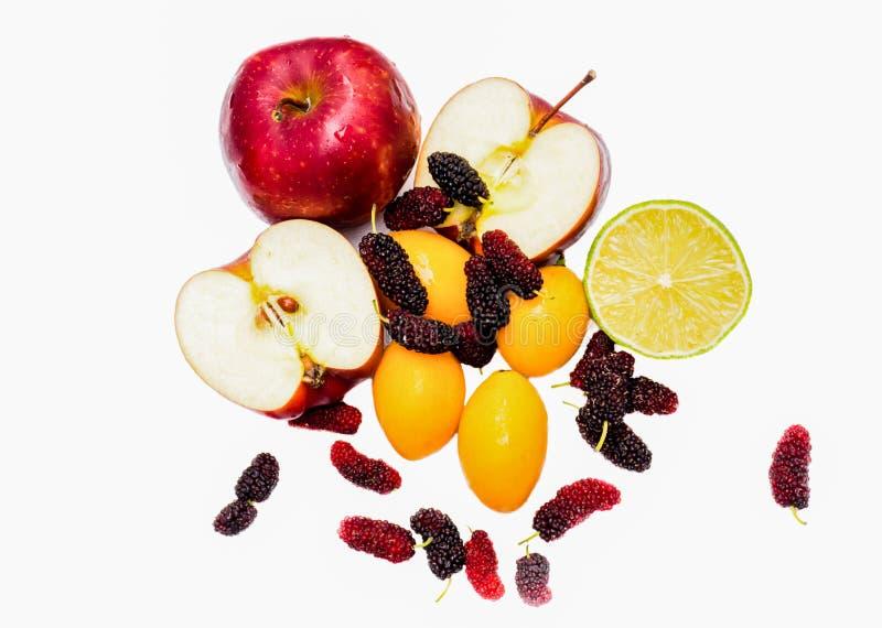 Assortiment van exotische vruchten die op wit worden ge?soleerd stock foto