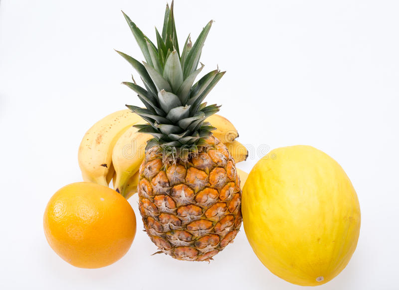 Assortiment van verse exotische die vruchten op wit worden geïsoleerd stock foto's