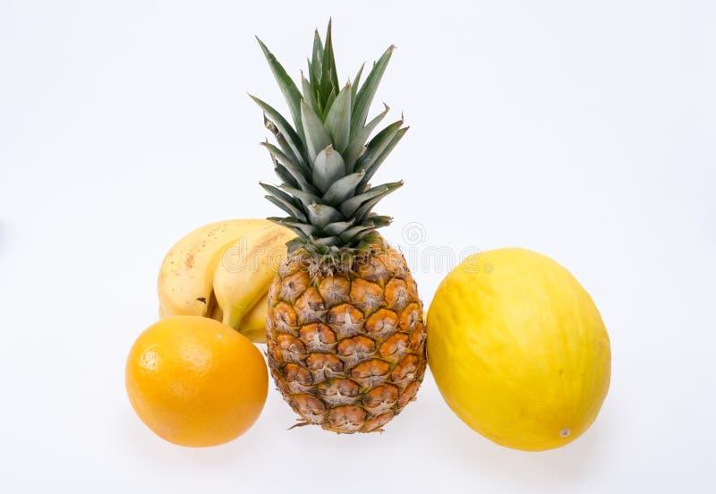 Assortiment van verse exotische die vruchten op wit worden geïsoleerd royalty-vrije stock afbeelding