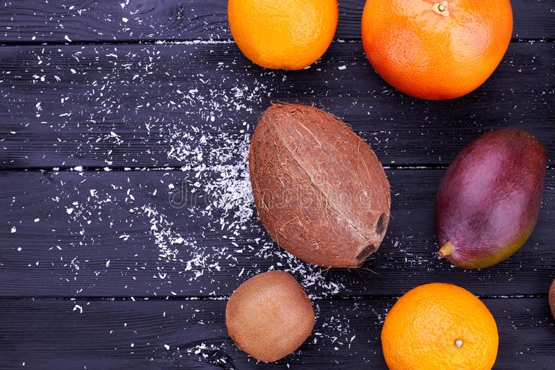 Assortiment van verse exotische vruchten, hoogste mening stock afbeelding