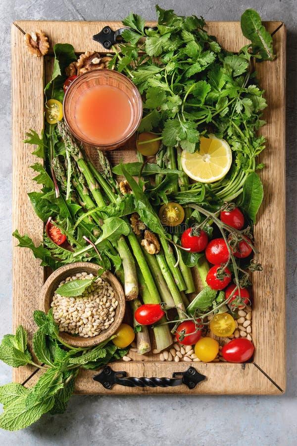 Assortimento degli ingredienti alimentari vegetariani immagine stock libera da diritti